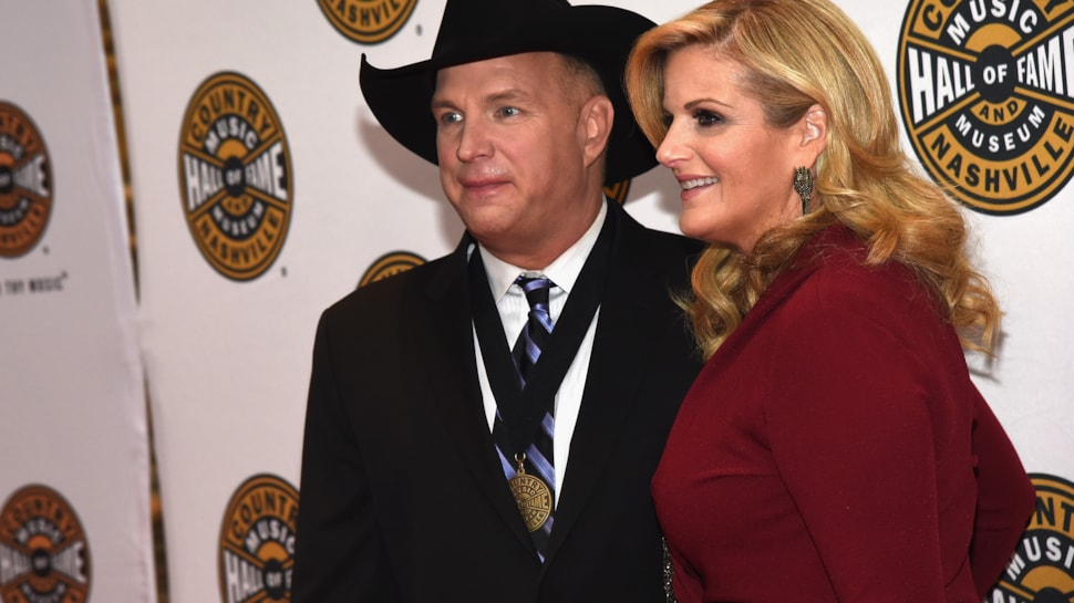 trisha yearwood just won halloween by dressing up as garth brooks